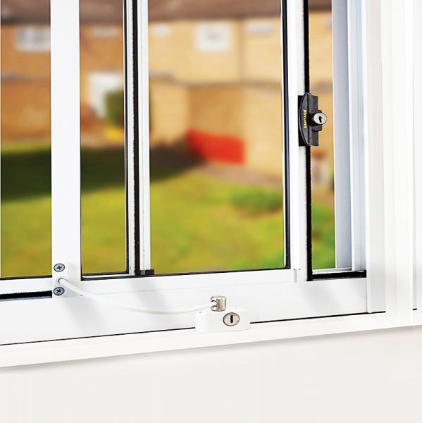Protector ventanas y puertas universal con llave blanco for Seguridad ventanas correderas